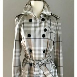 NWOT $900 Authentic Burberry Trench